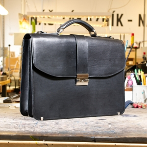 showroom_vyprodej_briefcase_black_front.jpg
