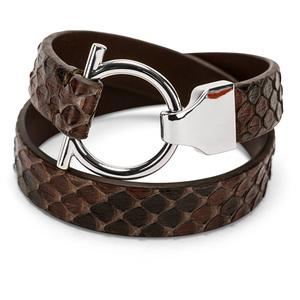 Hnědý náramek s hadí kůží, stříbrné kování na háček - celkový pohled